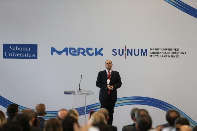Merck Türkiye Yönetim Kurulu Başkanı ve Genel Müdürü Şehram Zayer, Sabancı Üniversitesi Rektörü Yusuf Leblebici, SUNUM Yönetim Kurulu Başkanı Alpagut Kara,